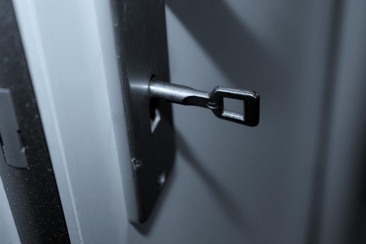 Peut-on vraiment ouvrir une porte avec une radiographie ?